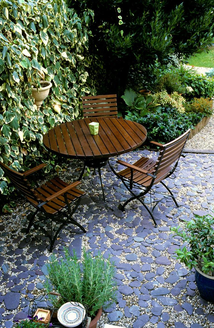 Gravel garden lucy sommers gardens for Garden pond gravel